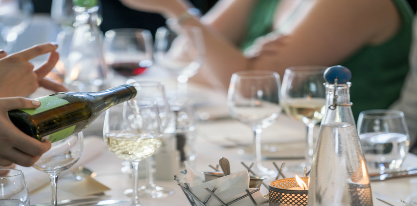 wine at holiday party social tips