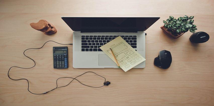 clean desk no clutter