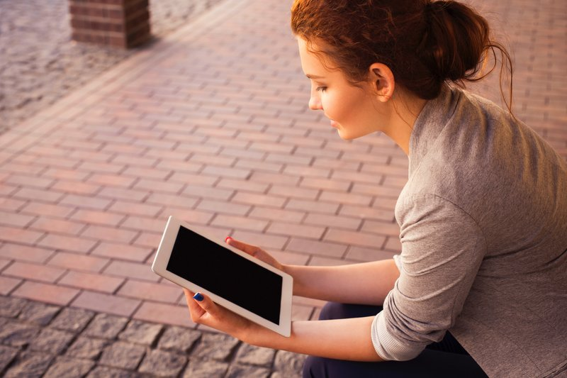 woman reading freelance blog on ipad